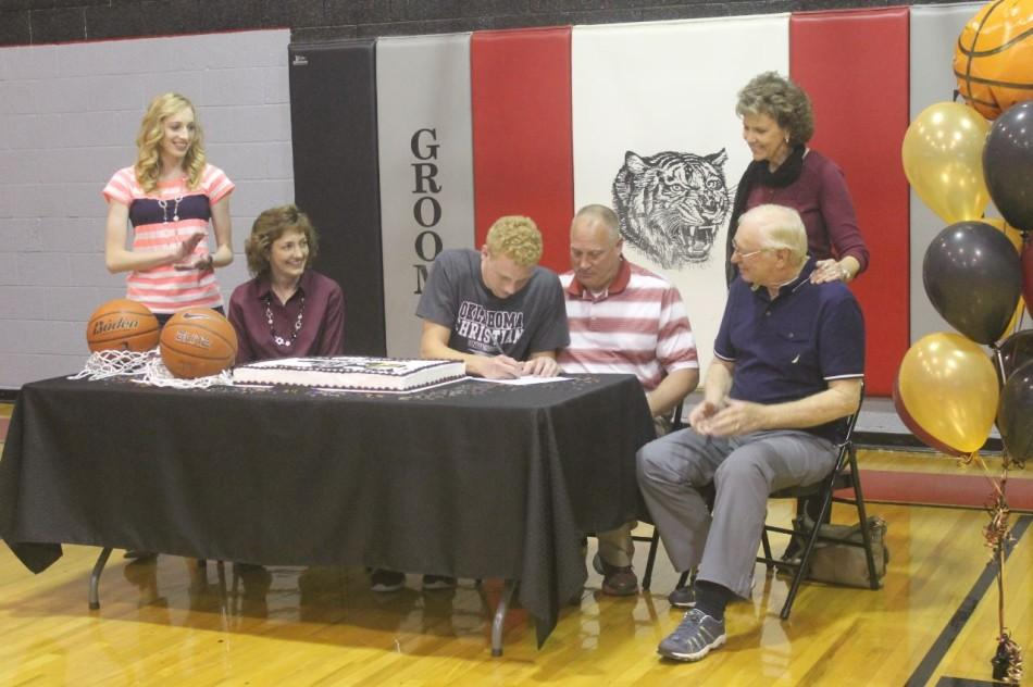 Surrounded+by+family%2C+Senior+Zach+Holloway+signs+his+basketball+letter+of+intent+to+play+for+Oklahoma+Christian+University.+He+signed+with+OCU+Tuesday+afternoon+in+the+Groom+High+School+basketball+gym.+The+whole+school+came+to+celebrate+with+Holloway+as+he+starts+to+live+his+%22dream.%22+The+signing+table+included+these+family+members%3A+sister%2C+Brittany+Holloway%3B+mom%2C+Stephanie+Holloway%3B+senior+Zach+Holloway%3B+dad%2C+Jim+Holloway%3B+and+grandparents+Joyce+and+Bobby+McNabb.+
