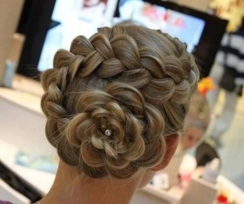 The big get-your-beauty-on rule to remember is that your dress will be bringing a lot of attention to you already, so don't go really big with your hair and makeup. Let's face the truth. No one wants a clown or a girl with some 80's hair attending their prom.