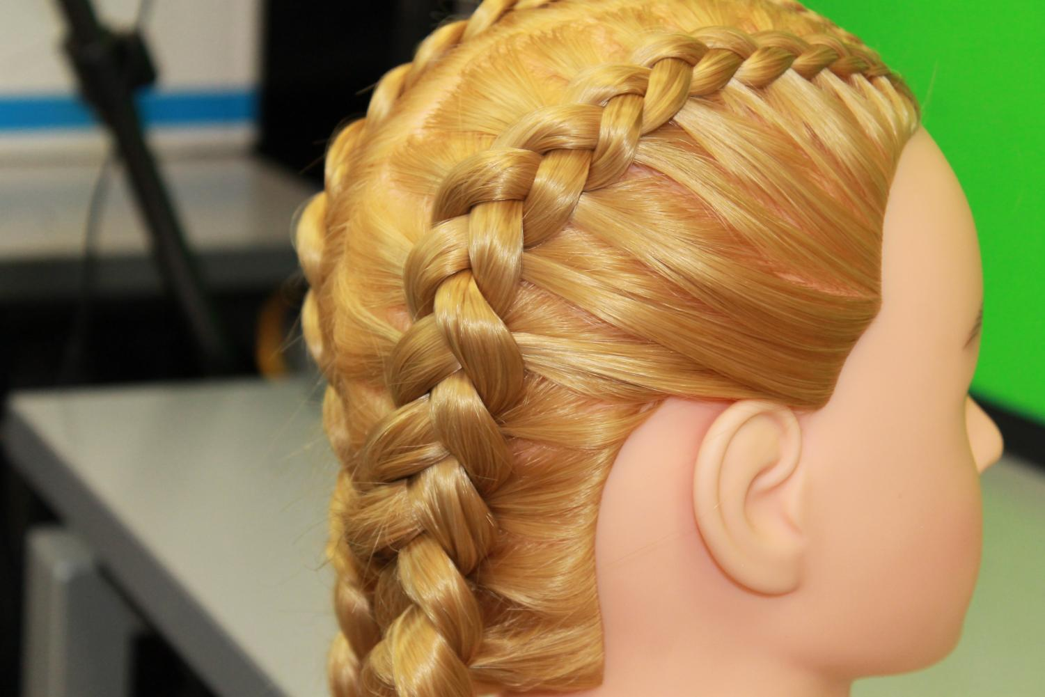 Continue+this+pattern+until+you+have+no+more+hair+to+braid.+Then%2C+tie+it+off+with+an+elastic.