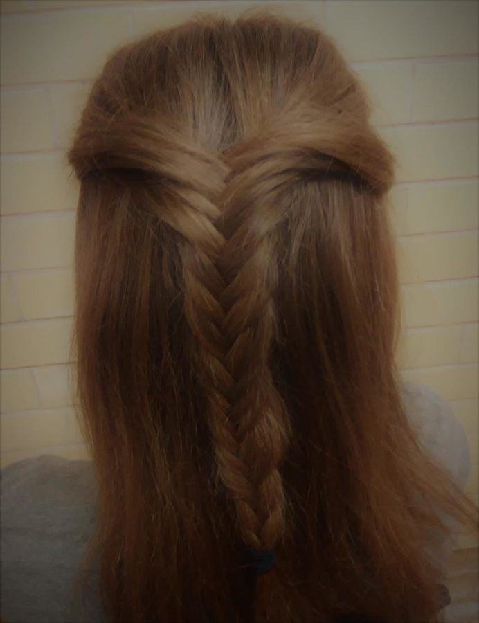 Senior+K%27Leigh+Keesee+shows+of+her+newly+learned+skill%2C+the+%22fishtail+braid%22.+